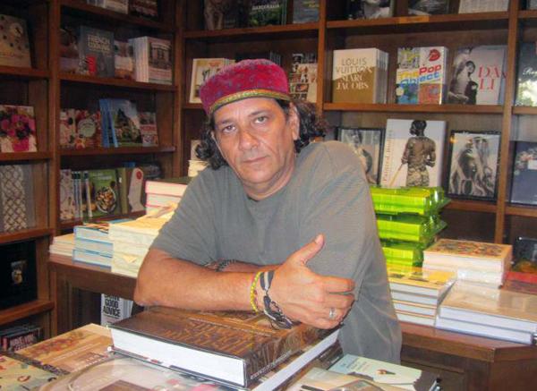 foto del escritor cubano Arístides Vega Chapú