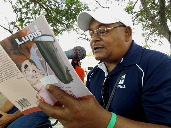 foto del poeta cubano Eduard Encina