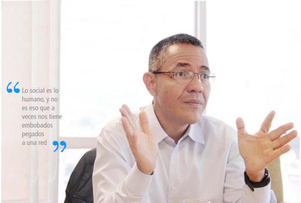 foto de Ernesto Villegas ministro de Comunicación e Información