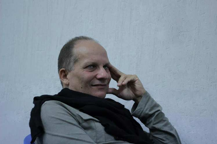 foto del escritor cubano Arturo Arango