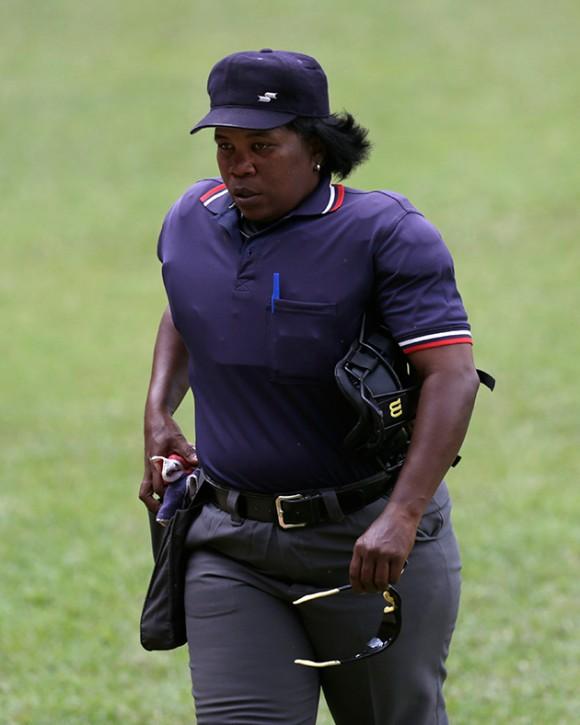 foto de la árbitro cubana Yanet Moreno